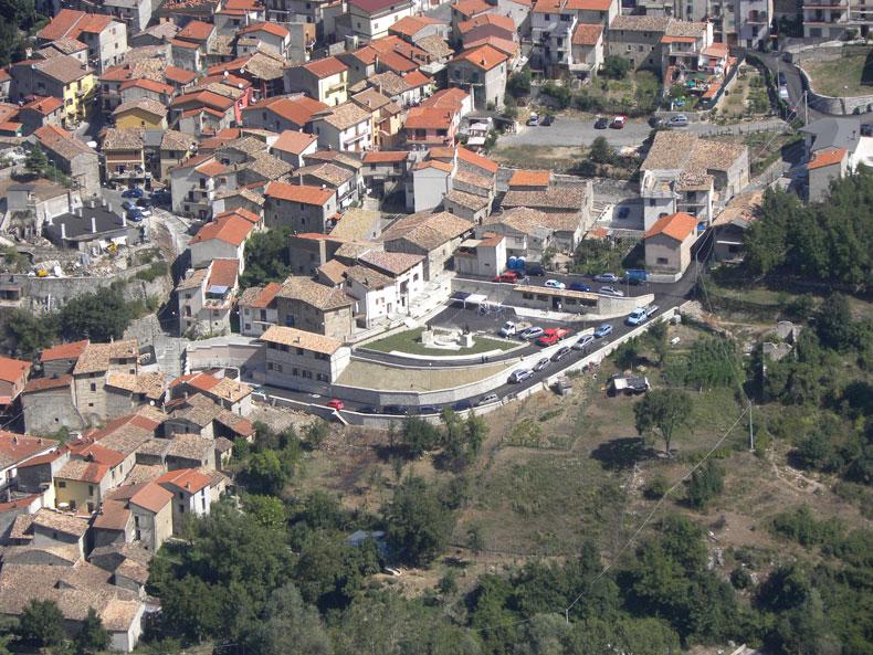 vista-dall-alto-piazza-emigrante